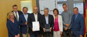 Die Preisträger. Mir auf dem Bild Mainz05-Präsident Harald Strutz und Mannschaftskapitän Niko Bungert